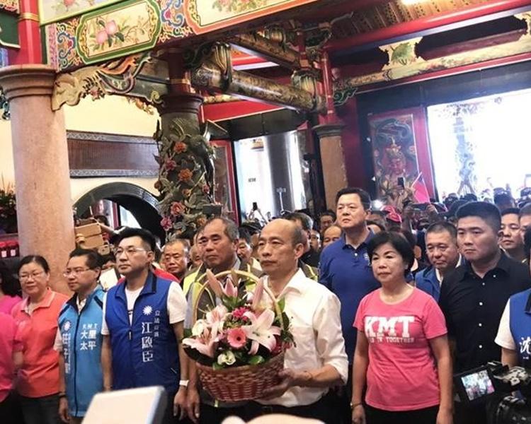 韓國瑜連環參拜台中21間寺廟造勢。圖:中時