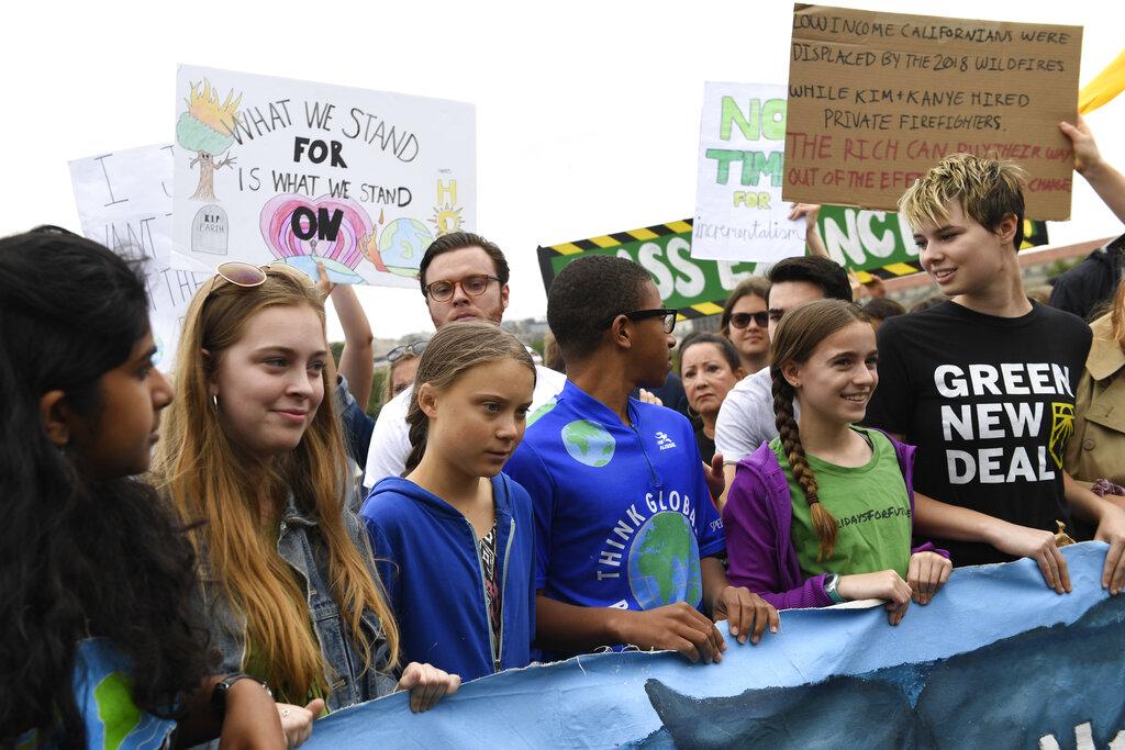 通貝里和大約1500名示威者。AP