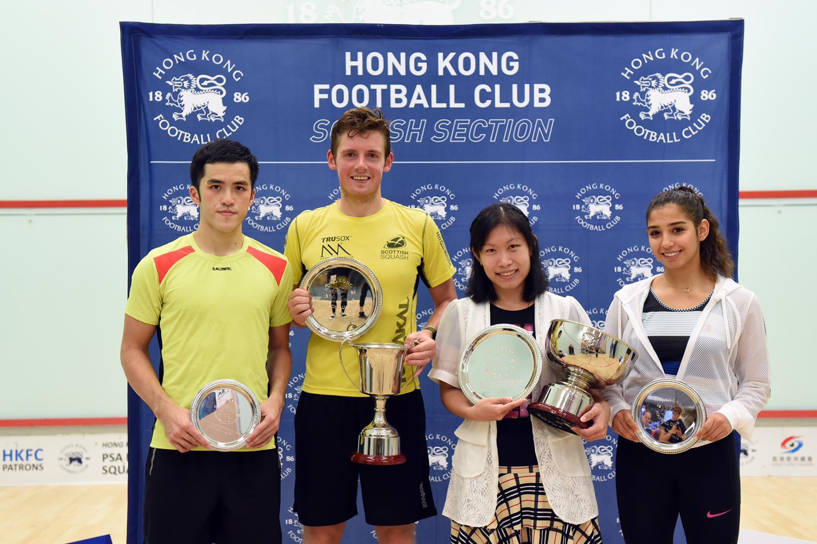 港隊猛將歐詠芝(右二)衛冕香港足球會國際壁球職業計分賽女單冠軍。相片由香港壁球總會提供