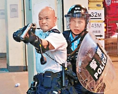【修例風波】葵涌舉槍「光頭警長」受訪:遭暴徒毆打 右眼影像有重影
