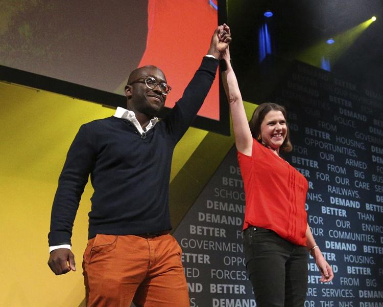 吉馬宣布脫黨改投自由民主黨。AP