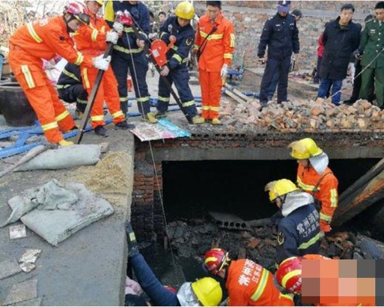 救援人員到場再救出兩人已死亡。