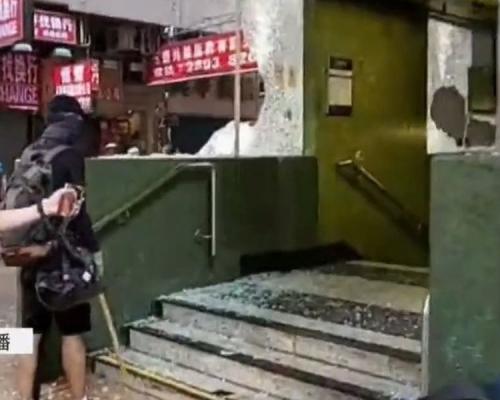 【修例風波】灣仔站玻璃被破壞 分域街駱克道交界設路障