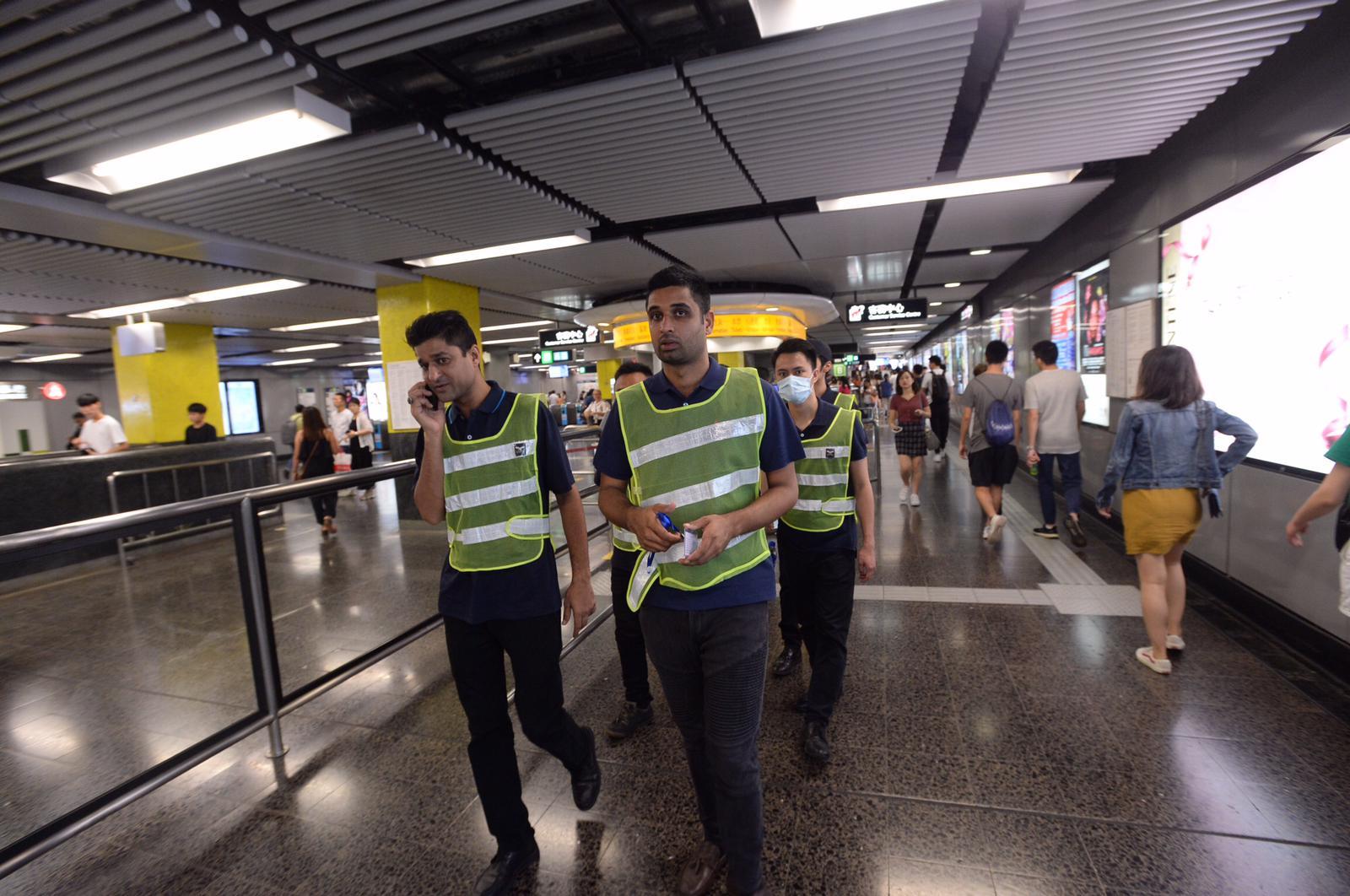 據了解,港鐵正研究是否需要為保安員,配備隨身錄影機。