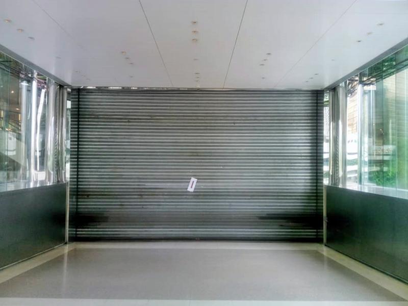 太古廣場突落閘關門 。網民Keeny Wong 攝
