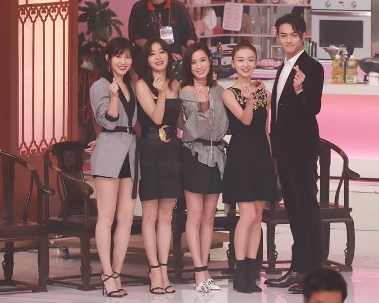 無綫年前曾邀得《延禧攻略》一眾主角來港錄影特備節目劇中演員(左起)蘇青、秦嵐、佘詩曼、吳謹言與許凱。