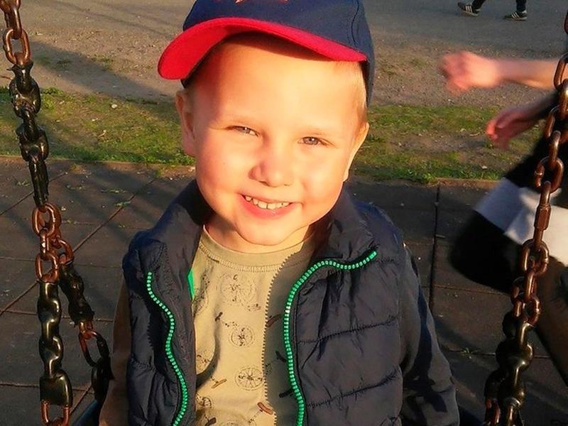 俄羅斯一名6歲男孩試圖救火海中的爺爺,結果全身90%遭到灼傷,入院後10天死亡。 網圖