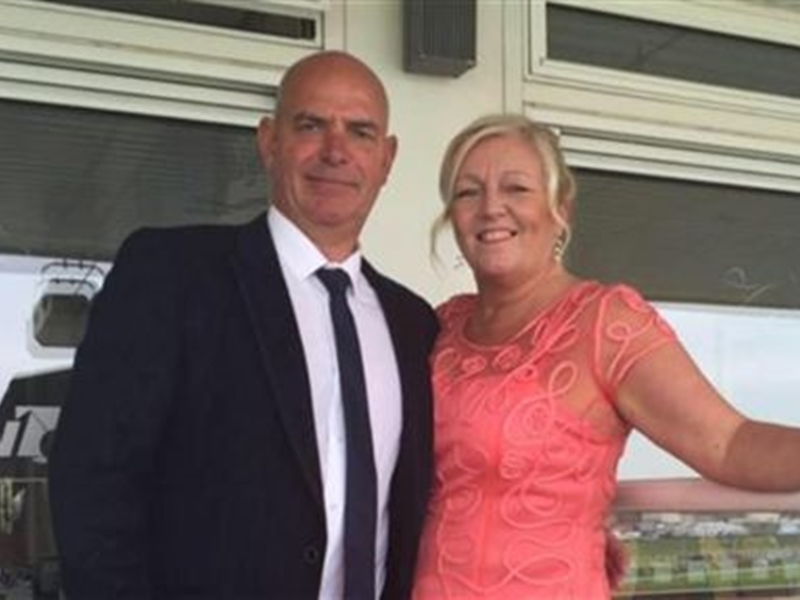 英國一名妻子為慶祝與丈夫結婚30週年,安排到大峽谷跳傘,結果丈夫因此意外喪命。 網圖