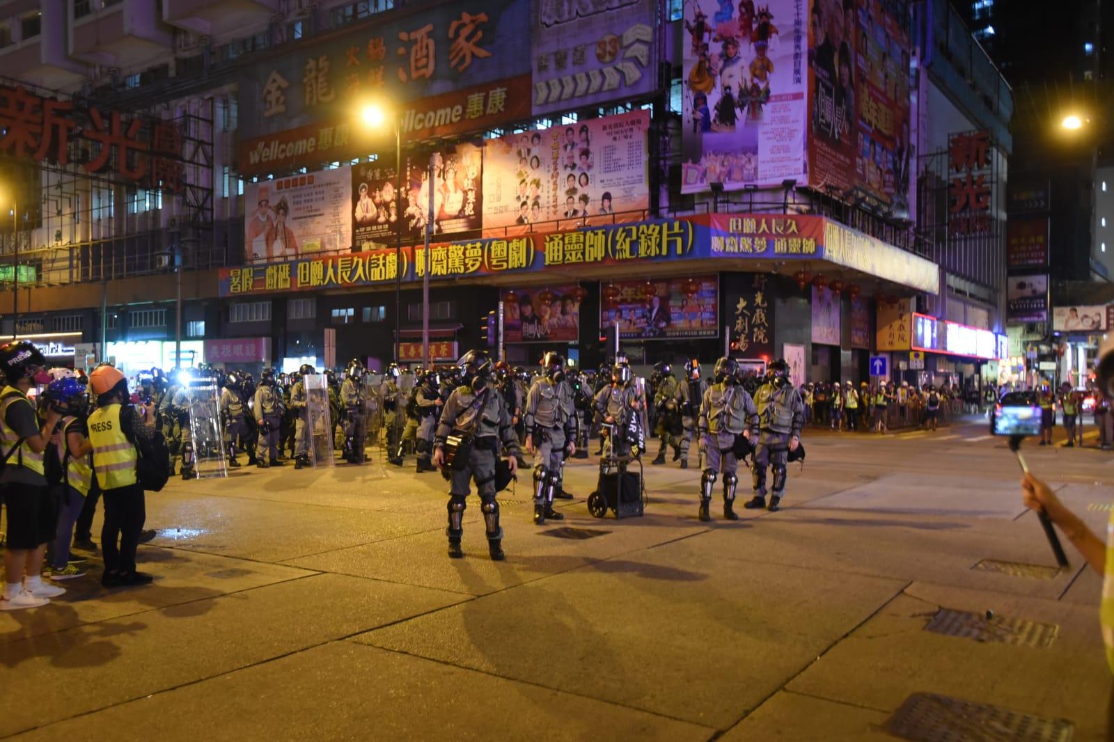 現場所見,有逾300警力佈防。