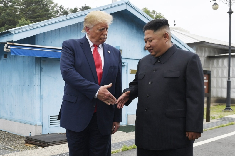 南韓傳媒報道,北韓最高領袖金正恩,向美國總統特朗普轉發親筆信,邀請他舉行第三次「特金會」,以及訪問平壤。AP