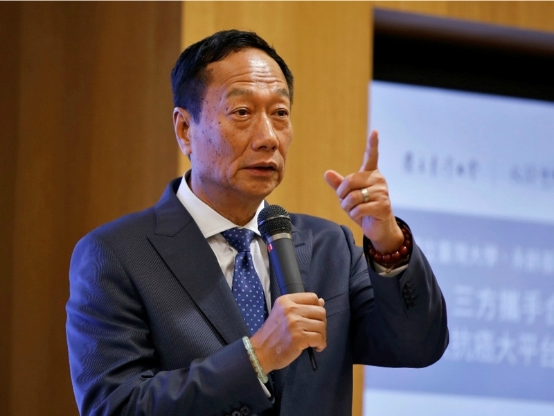 郭台銘上周四宣佈退出國民黨後,是否參選總統備受關注。 網圖