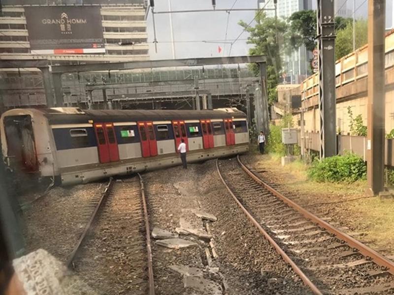 紅磡站有列車出軌。網上圖片