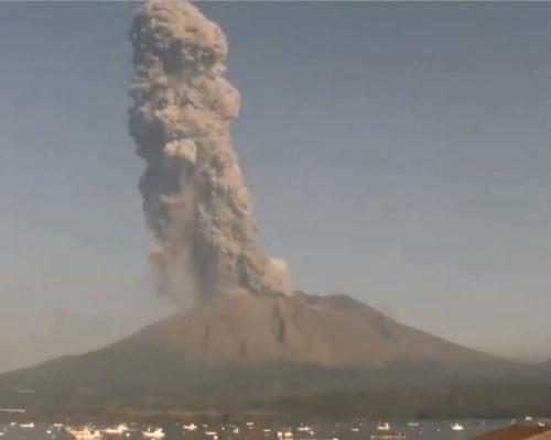 日本櫻島火山大規模噴發 煙霧升上3900米高空