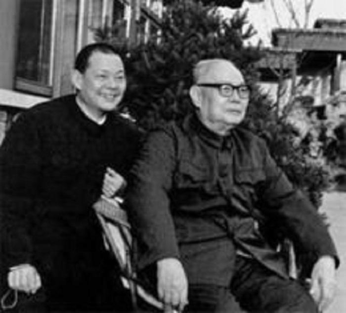 葉選平與父親葉劍英合影。網上圖片