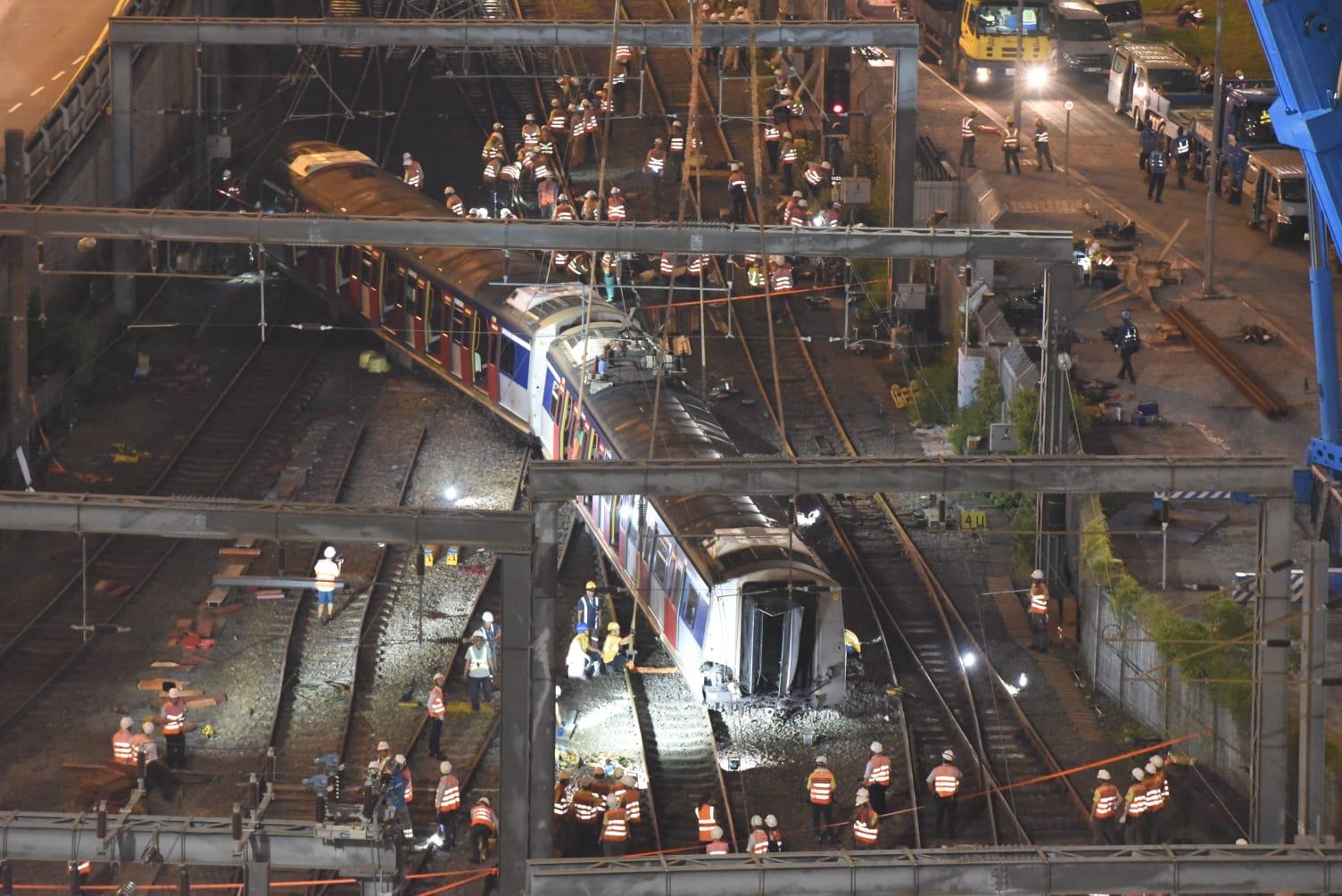 出軌的東鐵綫列車,仍有兩節車卡未移回路軌