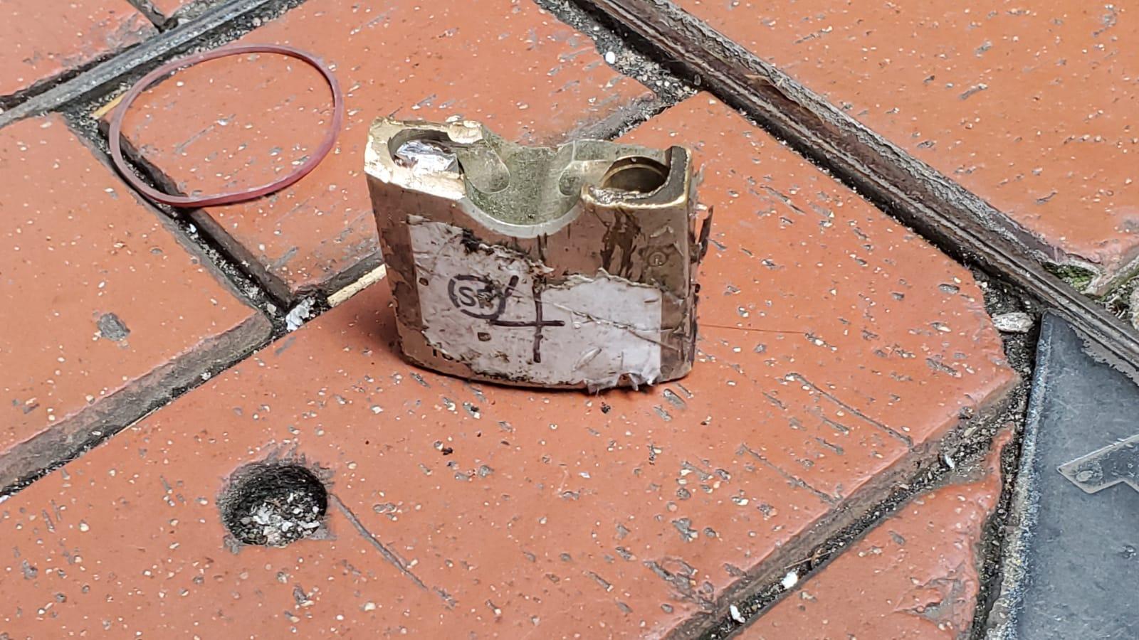北角報紙檔遭爆竊。