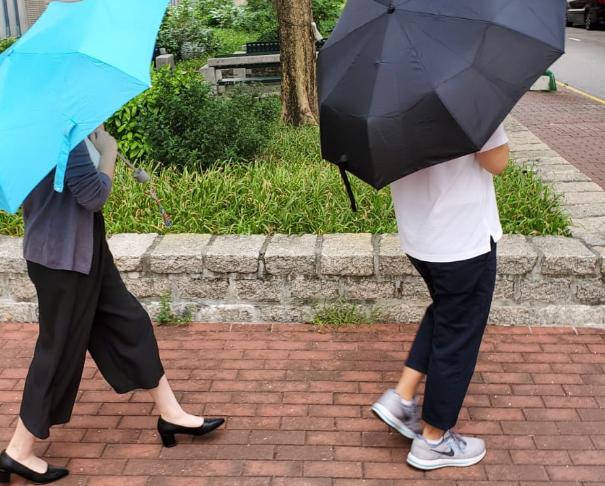被告郭曉楠(左 );被告何志程(右)。蕭文軒攝