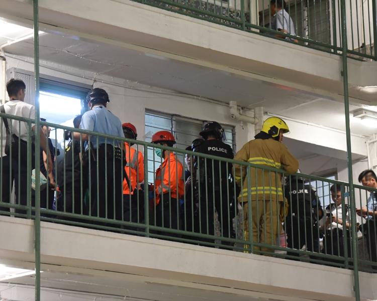 消防及救護員亦到現場。