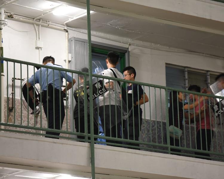 多名警員到場。
