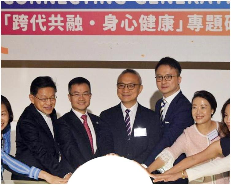 陳家亮(右三);楊永強(左二)。