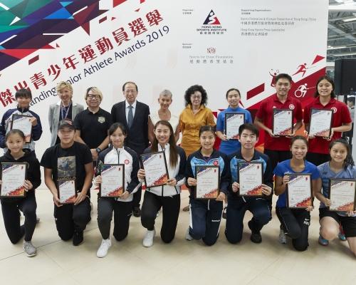 傑出青少年運動員選舉十八人獲獎
