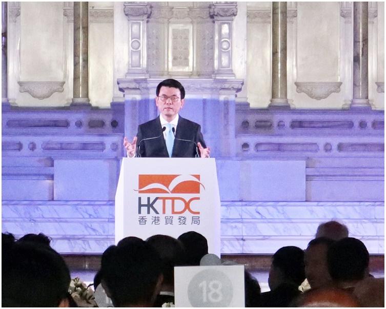 邱騰華在洛杉磯出席香港貿易發展局舉辦的「邁向亞洲 首選香港」晚宴並致辭。
