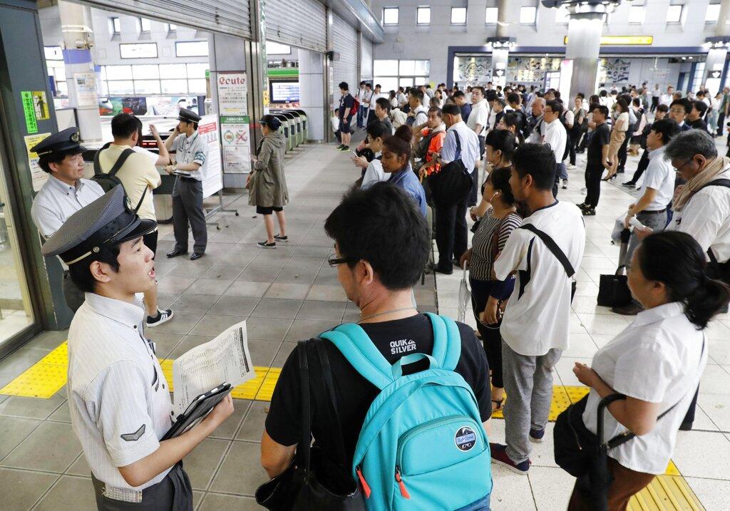 日本航空公司宣布取消204四班前往南部和西南部方向的航班。 AP