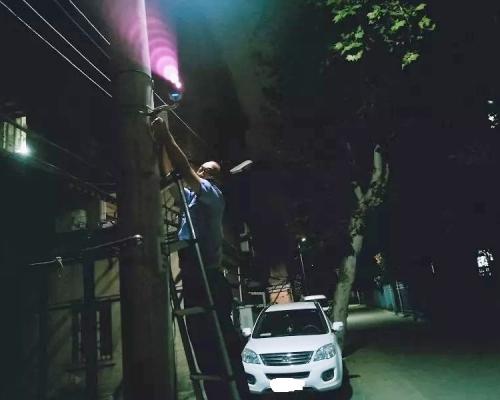 【好奇害死貓】武漢男偷走13歲學生手機後圍觀破案被捕