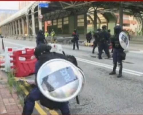 【修例風波】示威者堵塞屯門公路青山公路 交通癱瘓