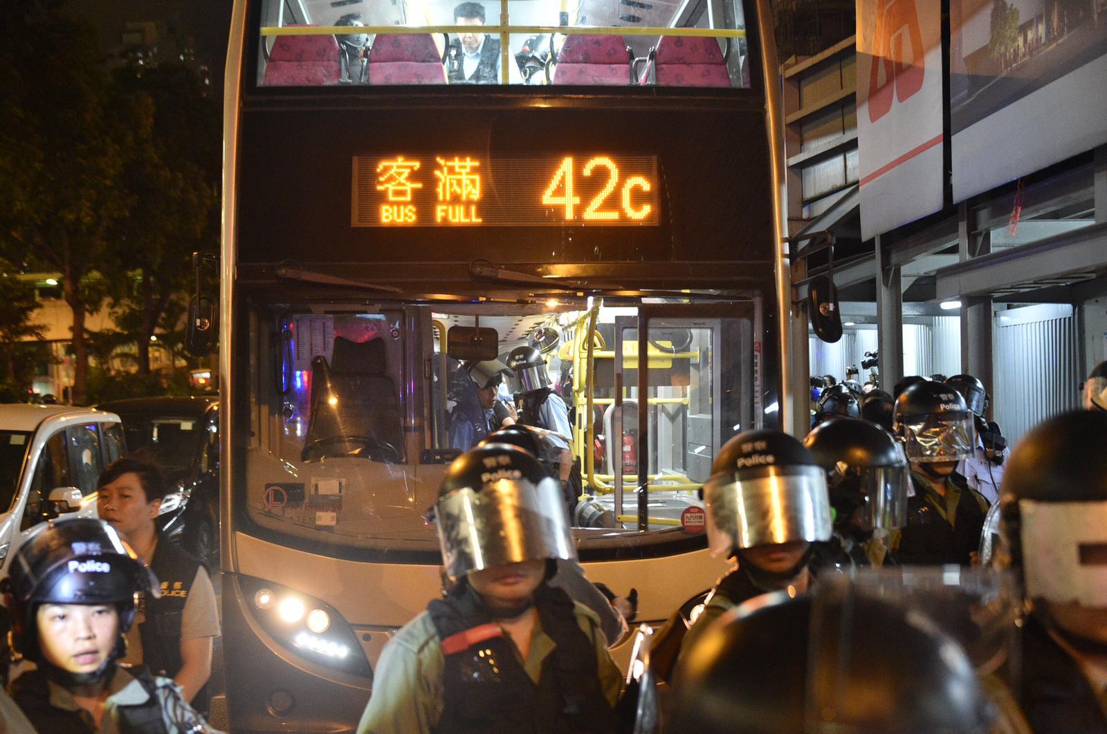 警方曾稱懷疑有涉案人士在巴士上,於是截停登車搜查。資料圖片