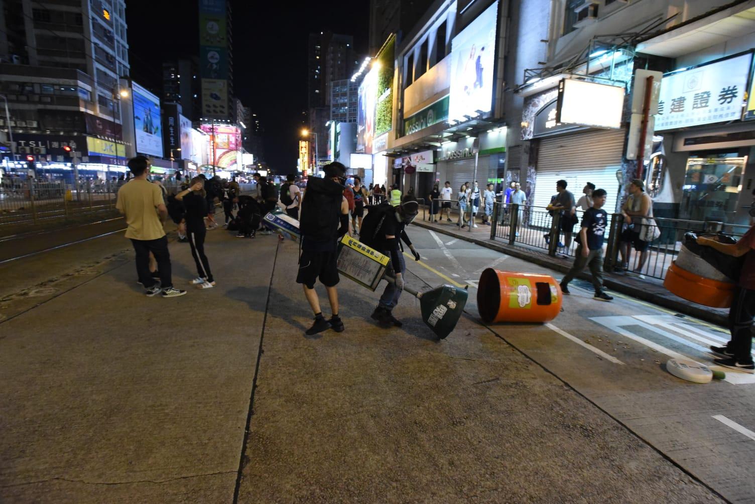 示威者佔據大馬路