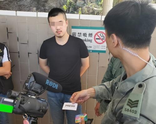 【修例風波】青馬收費亭搜機場巴 警帶走4人包括一名懷疑假記者