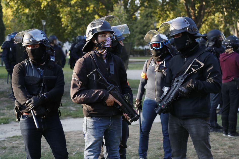 巴黎的遊行演變成衝突。