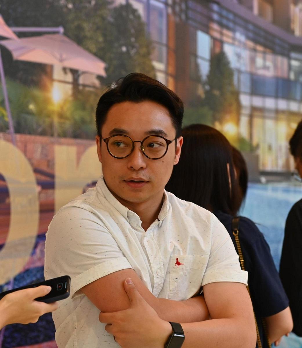 購入單位作長線收租的陳先生稱,自己有能力負擔,即使樓市有輕微調整,仍決定入市。