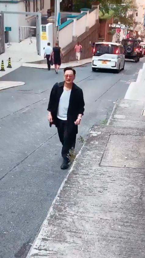 栢芝直拍好友李浩林撐斜路來幫襯。(ig圖片)