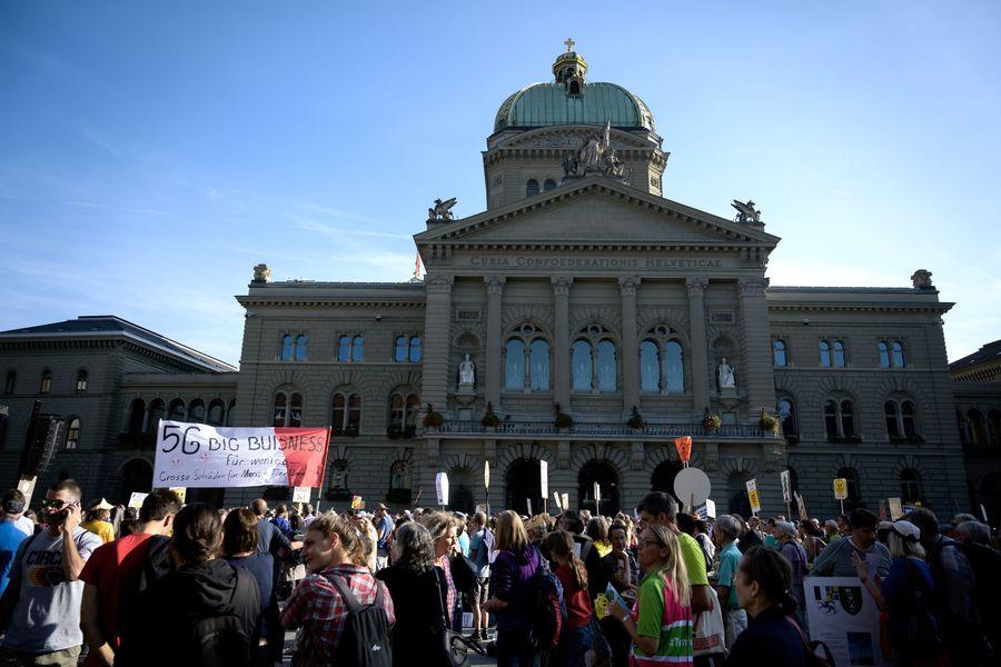 擔心5G損健康,瑞士數千人示威爭取辦公投。