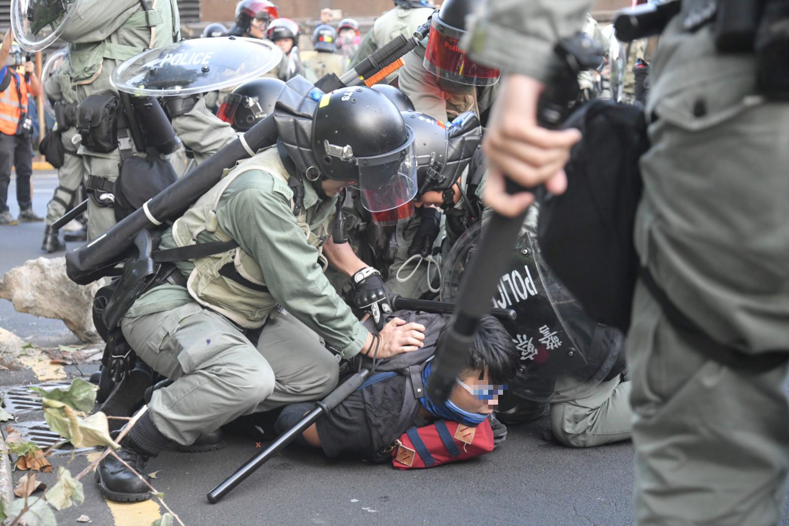 防暴警察制服多人
