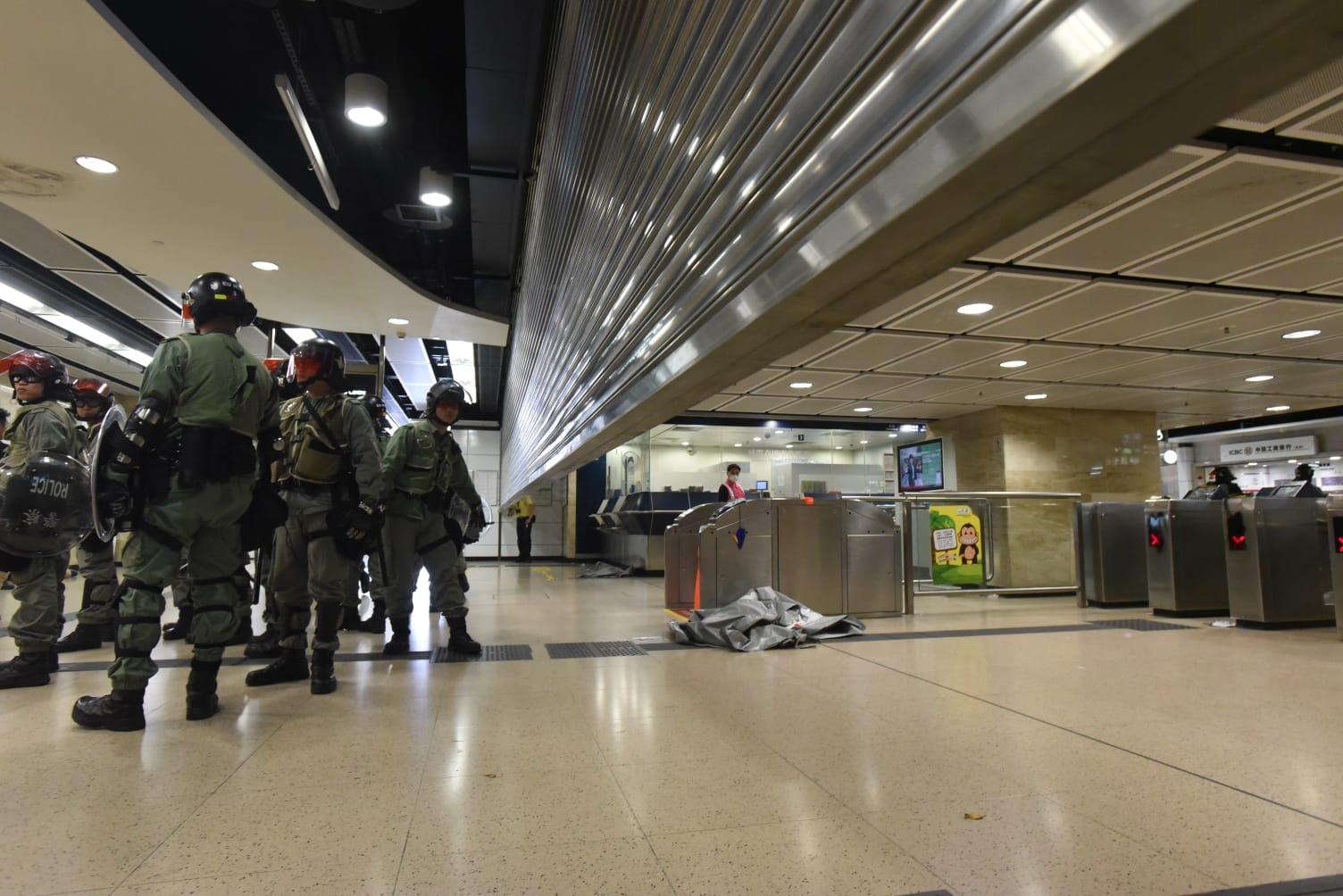 【修例風波】沙田報案室服務恢復正常 警方相應武力驅散示威者