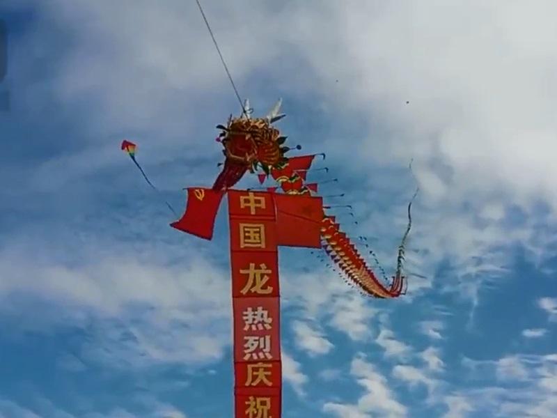 75歲爺爺自製365米龍風箏迎國慶,對國家每天一個祝福。影片截圖