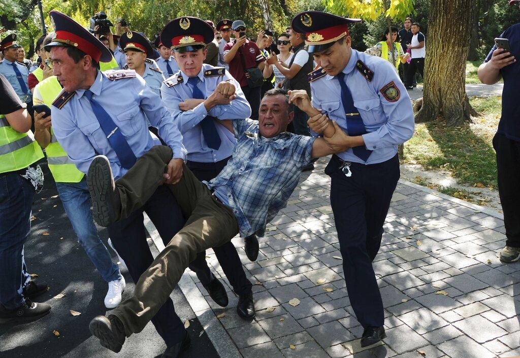不滿影響力劇增,哈薩克爆反華示威。AP