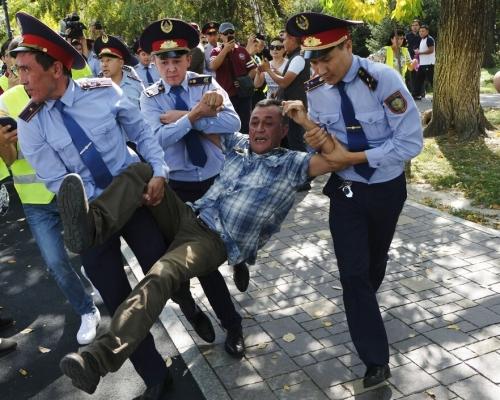 不滿影響力劇增 哈薩克爆反華示威