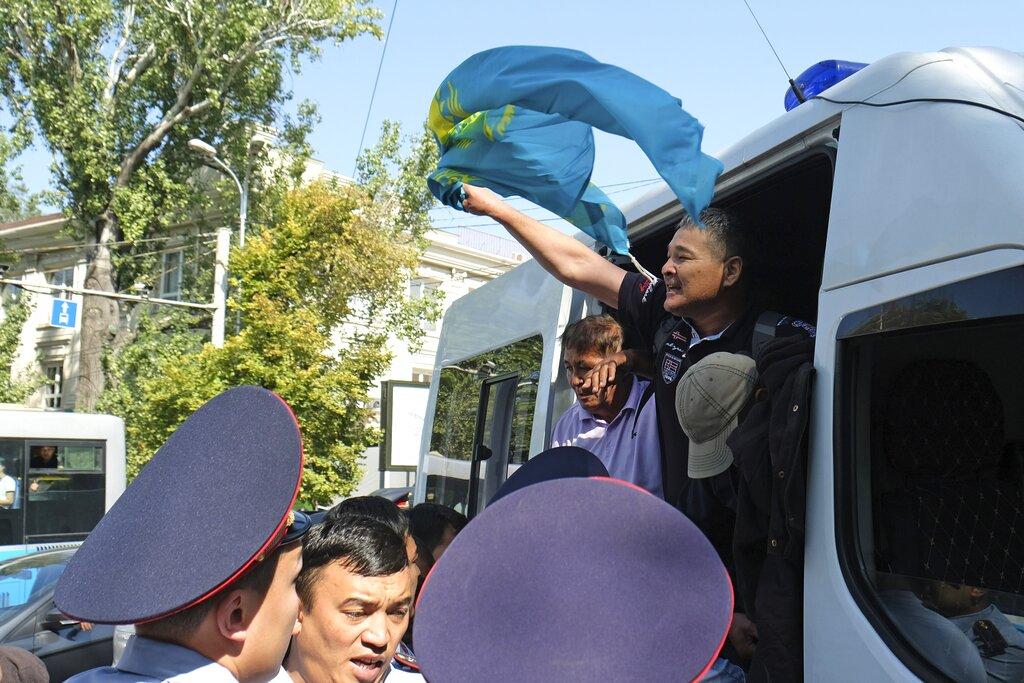 哈薩克爆反華示威。AP