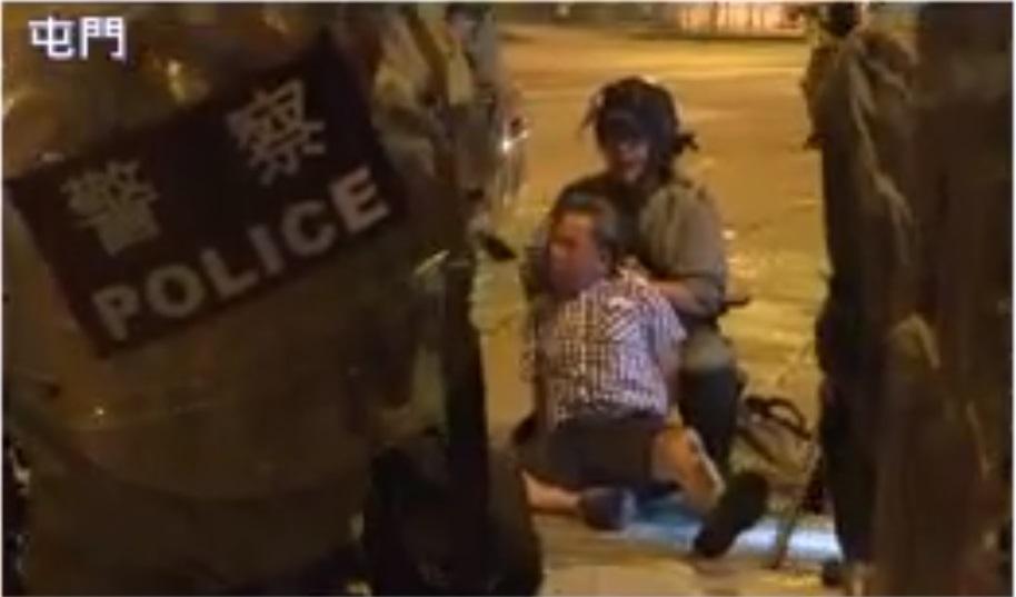 警察制服老翁。NOWTV截圖