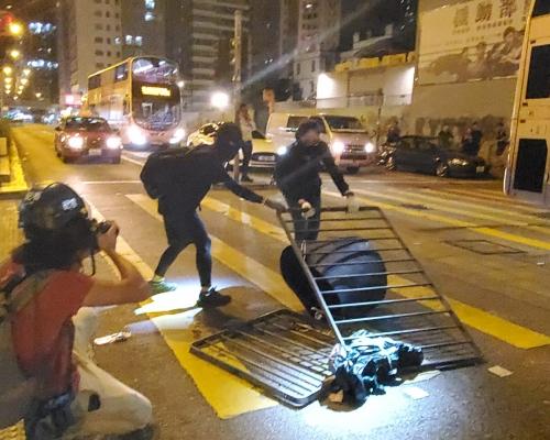 【修例風波】政府強烈譴責激進示威者連續兩日暴力破壞