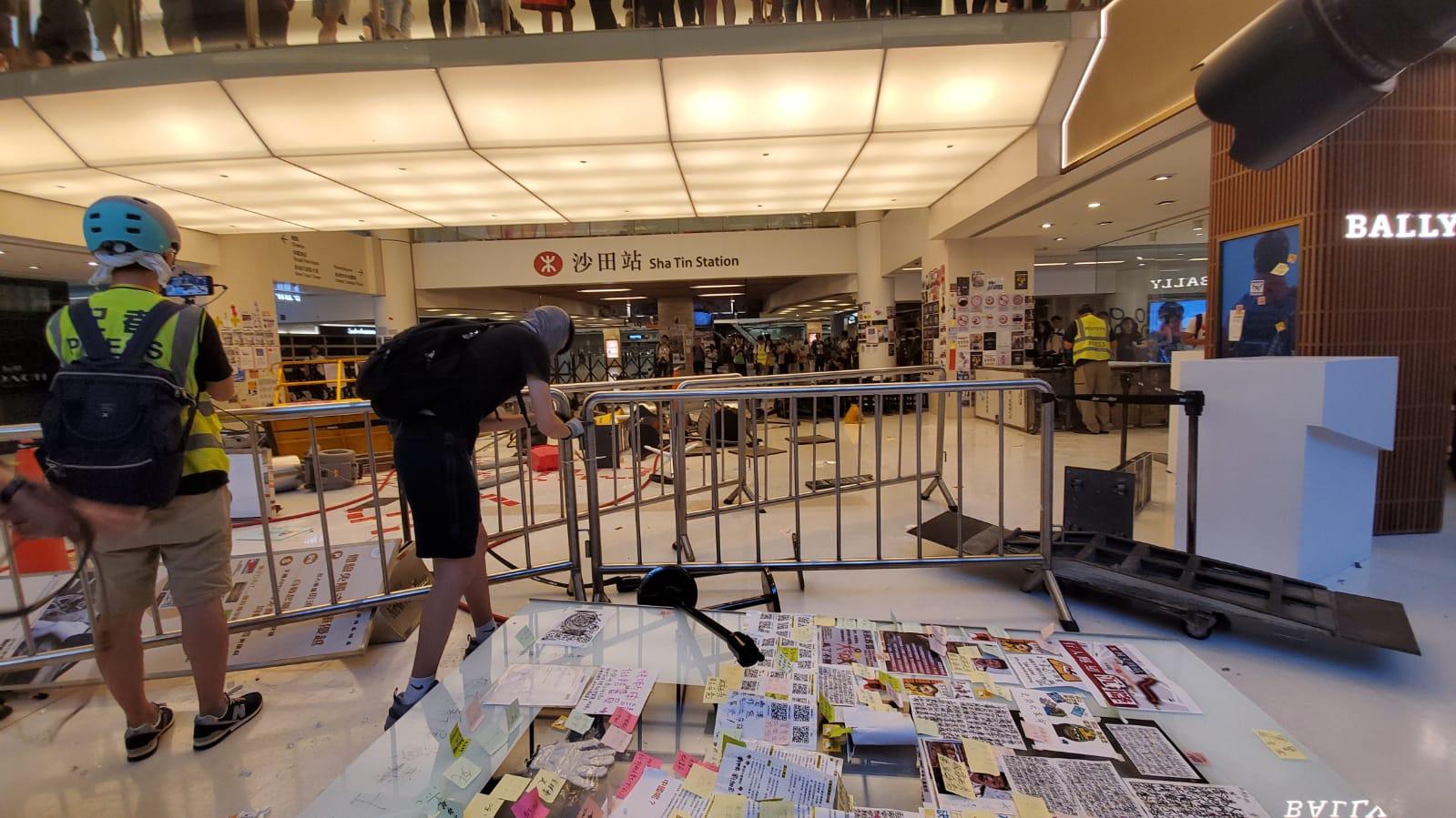 示威者破壞新城市廣場及沙田站。