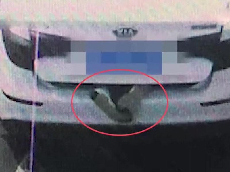市民見到私家車車尾箱露出「一對腳」,於是報警。(網圖)