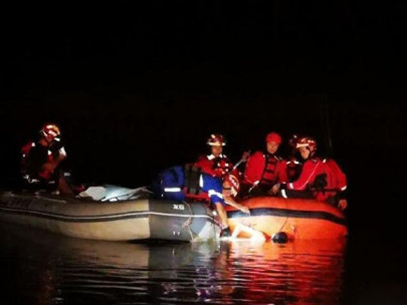 玉林藍天救援與消防隊協同搜救,發現四人均不慎遇溺身亡。(網圖)
