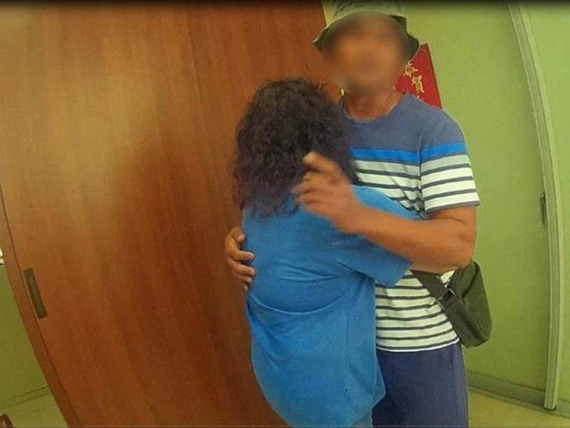 不堪家暴離家20年,法律死亡台婦警局與長子團聚。網圖