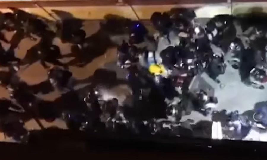 「守護孩子行動」一名成員懷疑被警員帶到後巷毆打。網上截圖
