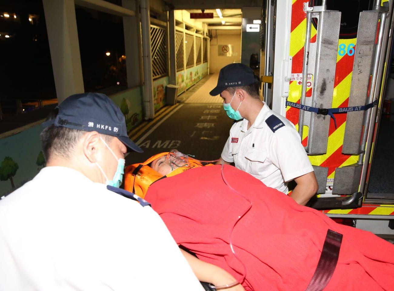 女途人腳部受傷但清醒,並送往伊利沙伯醫院。